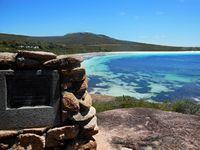 Lucky Bay and Flinder's memorial